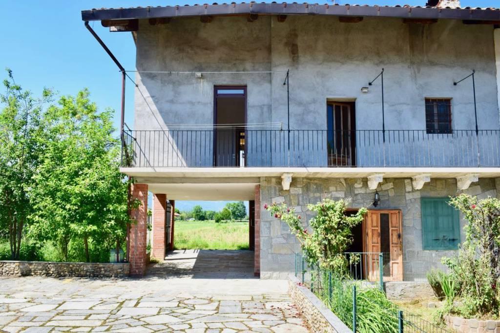 Foto 1 di Casa indipendente via borgata chiarabaglia, Favria