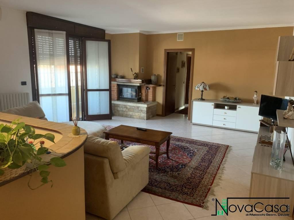 Appartamento in buone condizioni in vendita Rif. 6536466