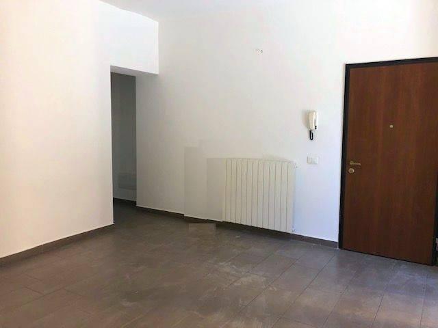 Appartamento in vendita a Gavirate, 3 locali, prezzo € 120.000 | PortaleAgenzieImmobiliari.it