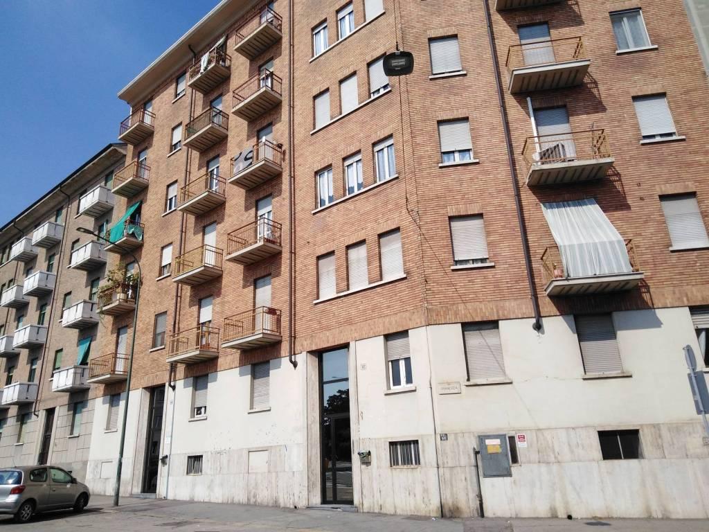 Foto 1 di Bilocale via Pianezza 82, Torino (zona Lucento, Vallette)