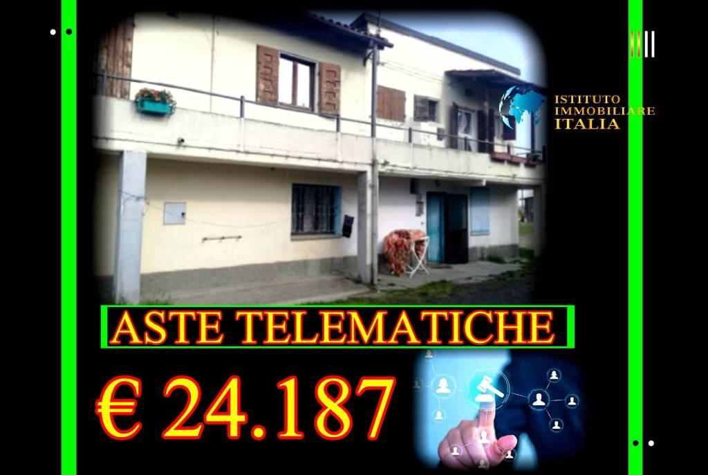 Appartamento in buone condizioni in vendita Rif. 9052838