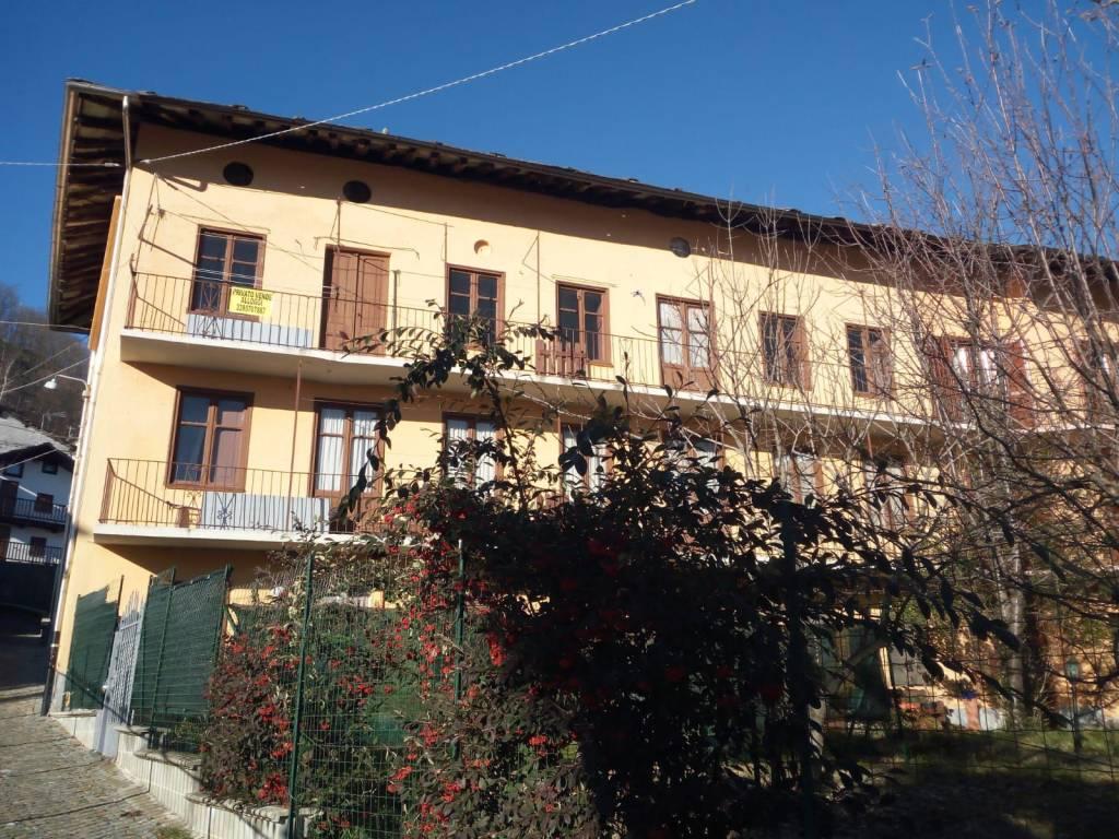 Foto 1 di Trilocale Frazione Villa 5, Traves