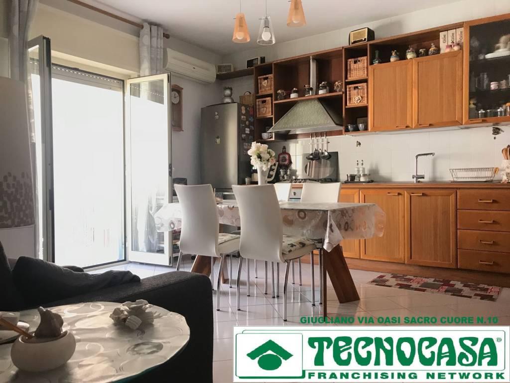 Appartamento in buone condizioni in vendita Rif. 9226317