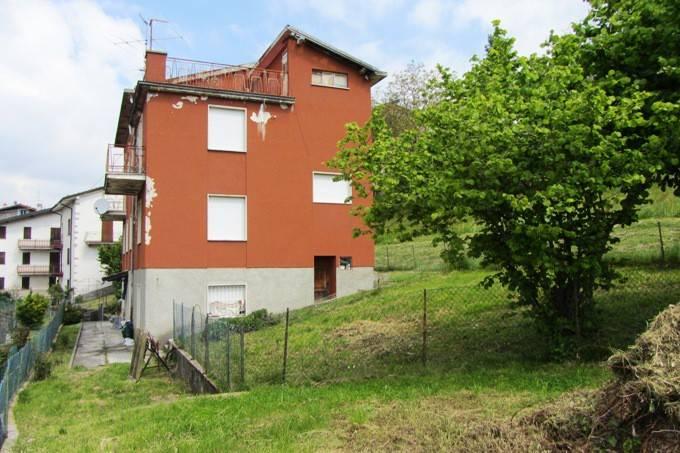 Villa in vendita a Zogno, 7 locali, prezzo € 90.000   CambioCasa.it