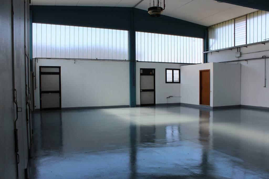 Magazzino - capannone in affitto Rif. 8240482