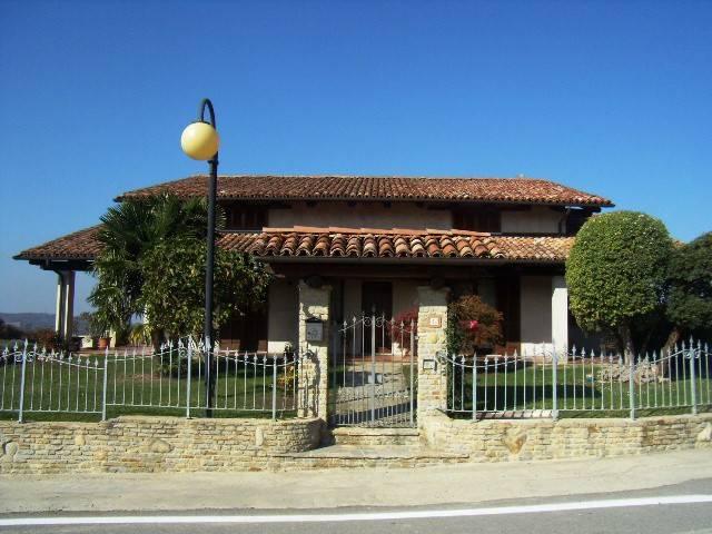 Villa in vendita a Santo Stefano Belbo, 7 locali, prezzo € 358.000   PortaleAgenzieImmobiliari.it