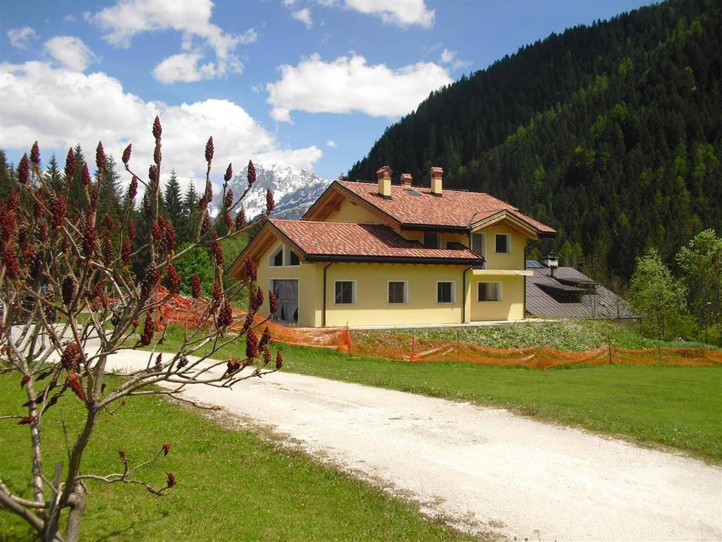 Villa in vendita a Falcade, 9999 locali, prezzo € 450.000 | CambioCasa.it