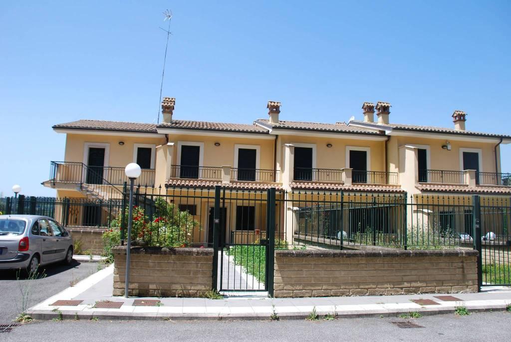 Appartamento in comprensorio:Campagnano di Roma