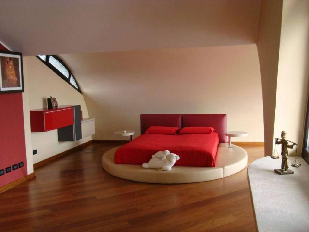 Foto 1 di Attico / Mansarda via Sostegno 83, Torino (zona Parella, Pozzo Strada)
