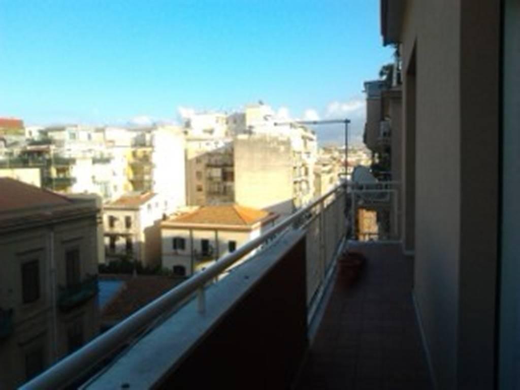 Appartamento in Affitto a Palermo Centro: 3 locali, 95 mq