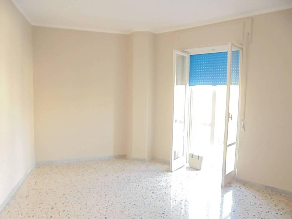 Appartamento in buone condizioni in affitto Rif. 9052931