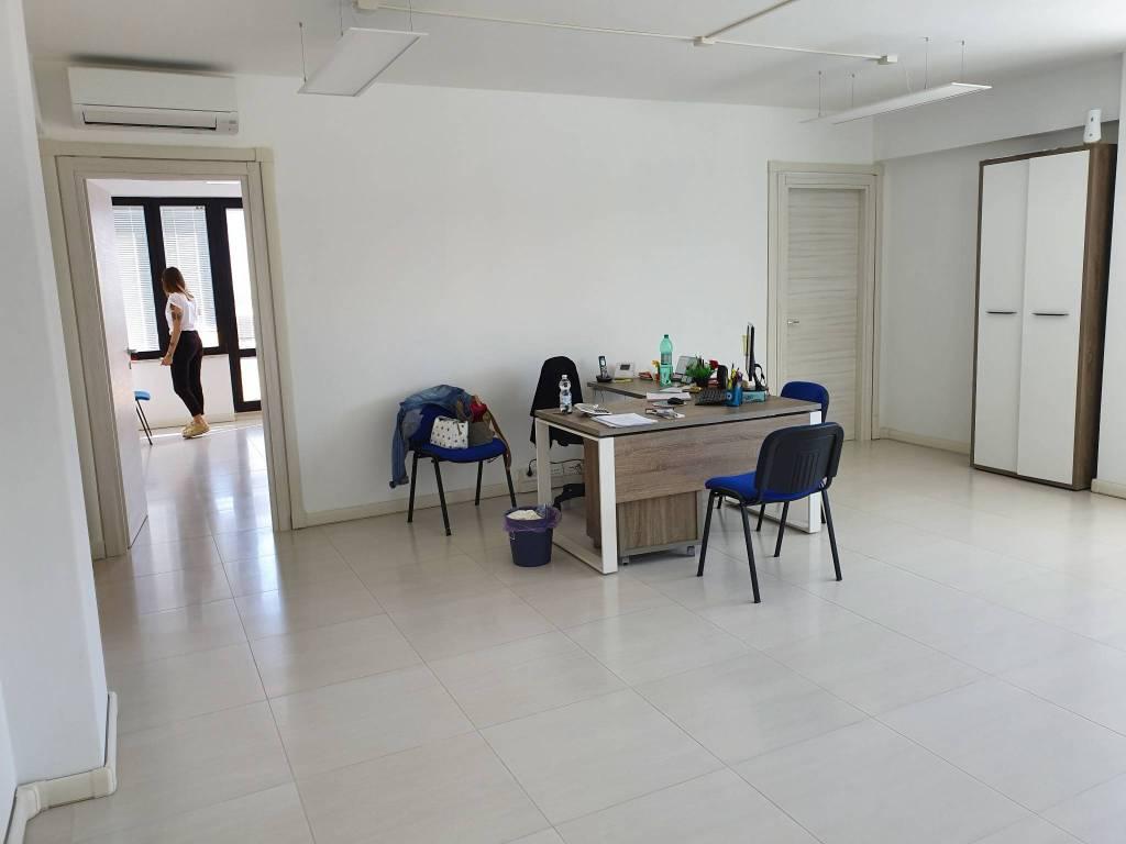 Ufficio / Studio in affitto a Ariccia, 2 locali, prezzo € 700 | CambioCasa.it