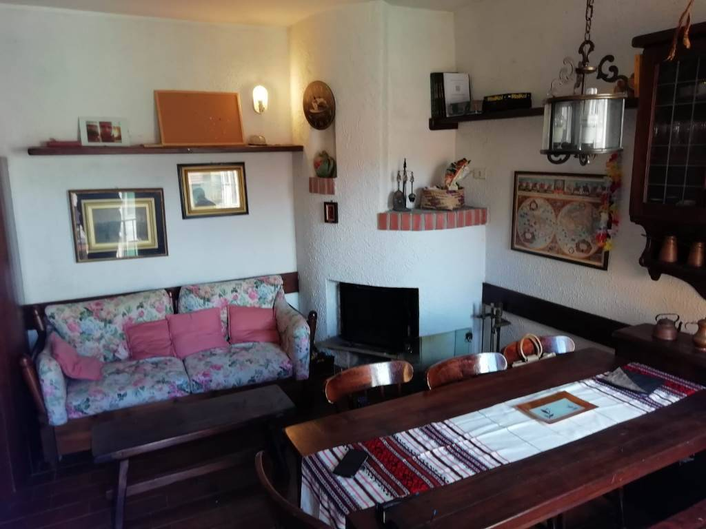 Appartamento in vendita a Ranco, 3 locali, prezzo € 54.000 | CambioCasa.it