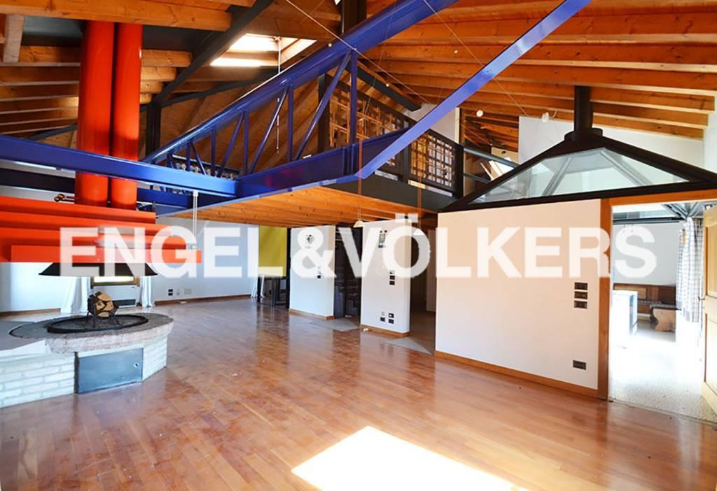 Appartamento in buone condizioni parzialmente arredato in vendita Rif. 8627885