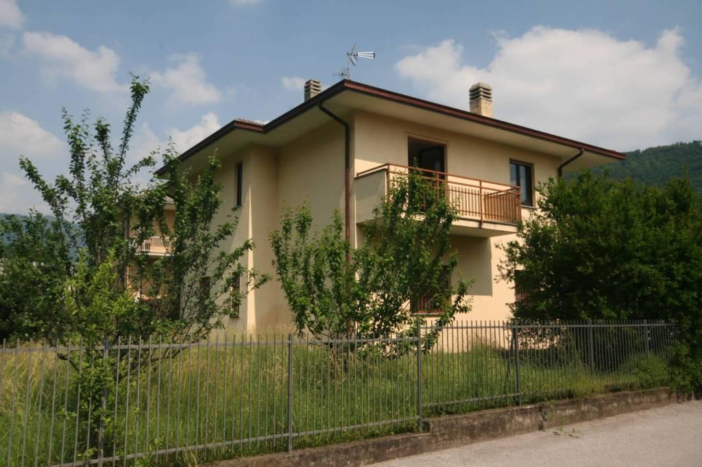 Villa in vendita a Canzo, 4 locali, prezzo € 310.000   PortaleAgenzieImmobiliari.it