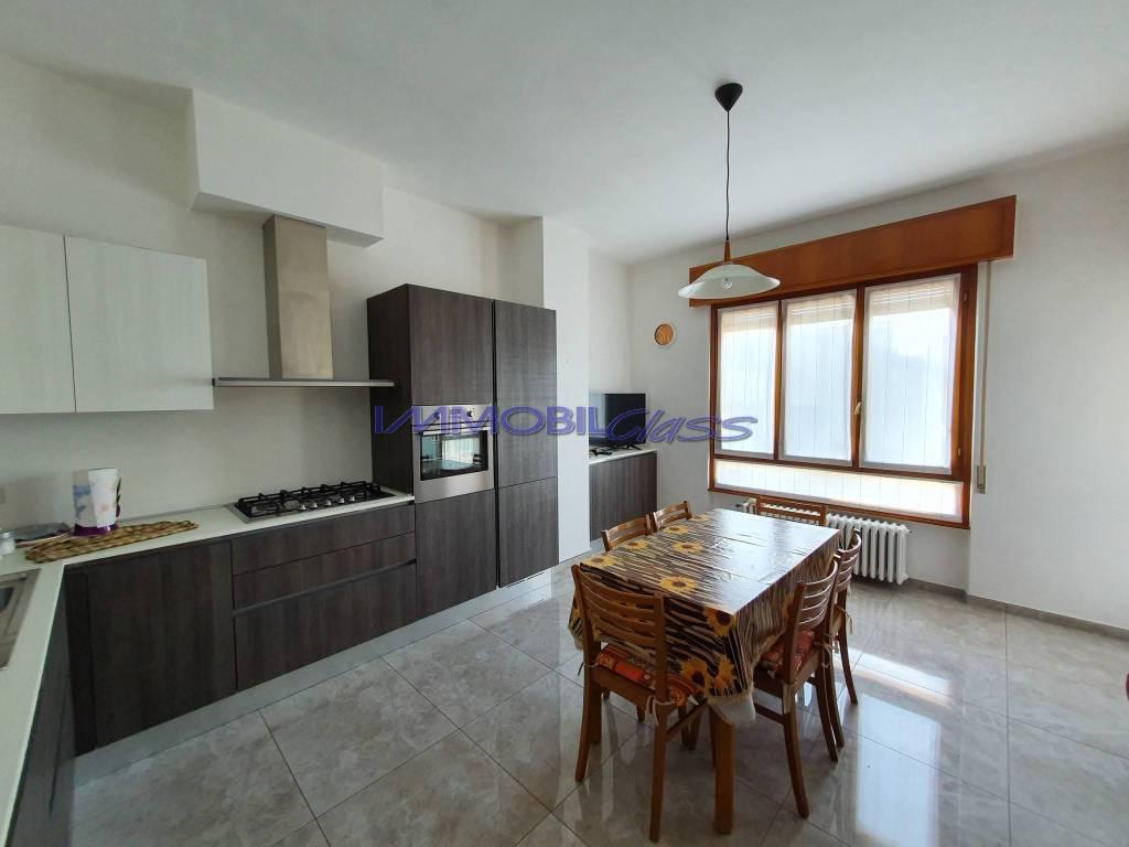 Villa in vendita a Faloppio, 9 locali, prezzo € 440.000 | PortaleAgenzieImmobiliari.it