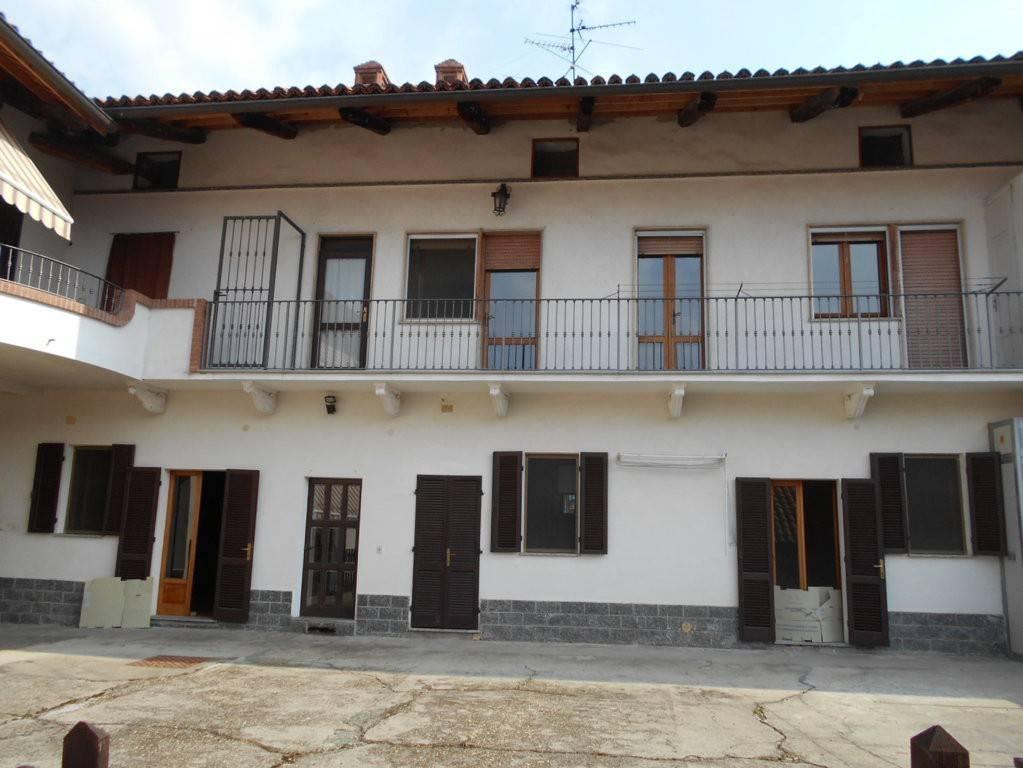Appartamento in affitto a Cigliano, 4 locali, prezzo € 300 | CambioCasa.it