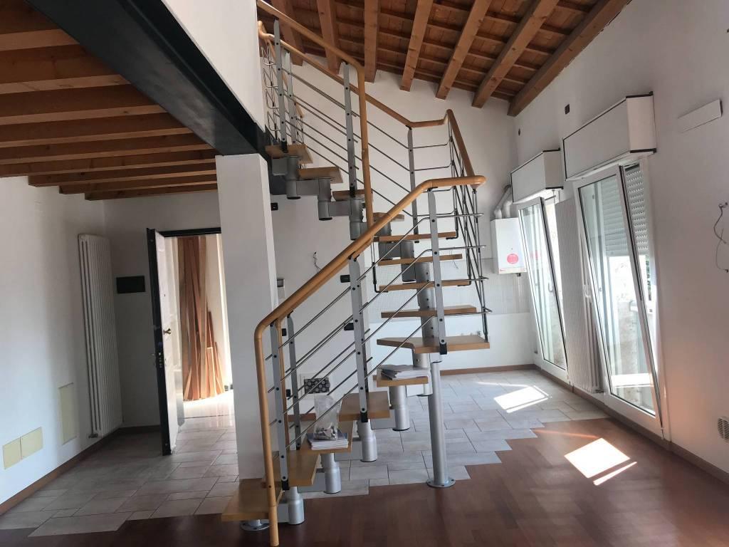 Foto 1 di Bilocale viale San Lazzaro 227, Vicenza