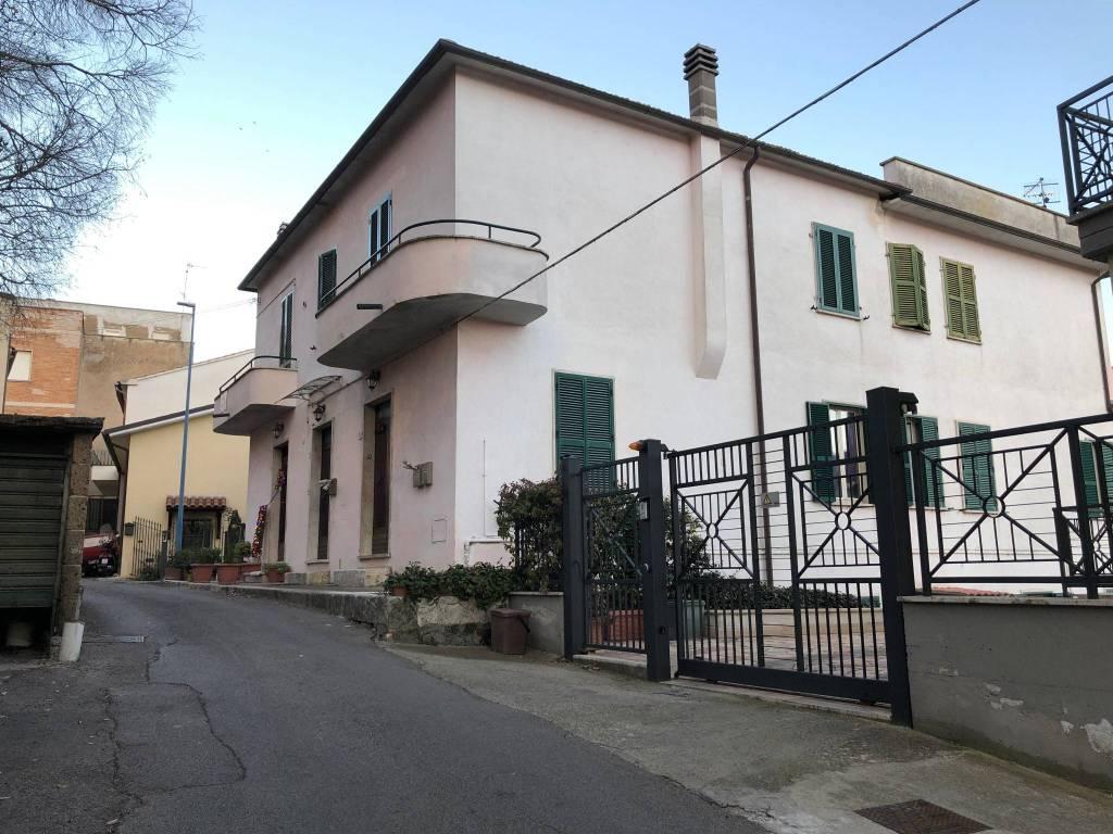 Appartamento in buone condizioni in vendita Rif. 9307257