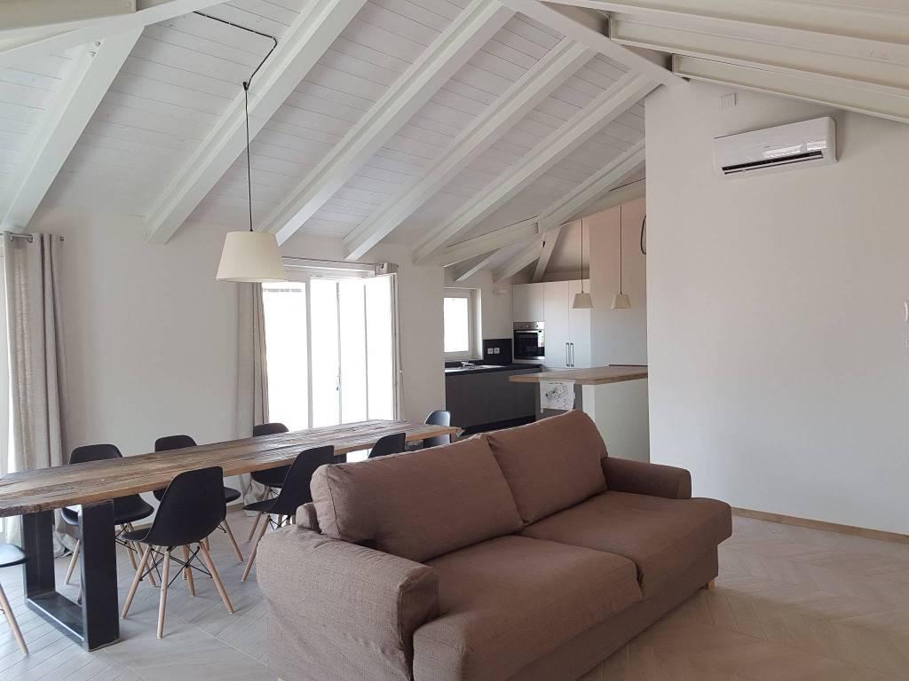 Appartamento in affitto a Chieri, 4 locali, prezzo € 1.600 | CambioCasa.it