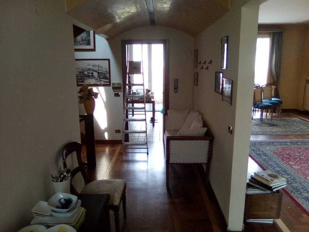 Villa in vendita a Guastalla, 6 locali, prezzo € 570.000   CambioCasa.it