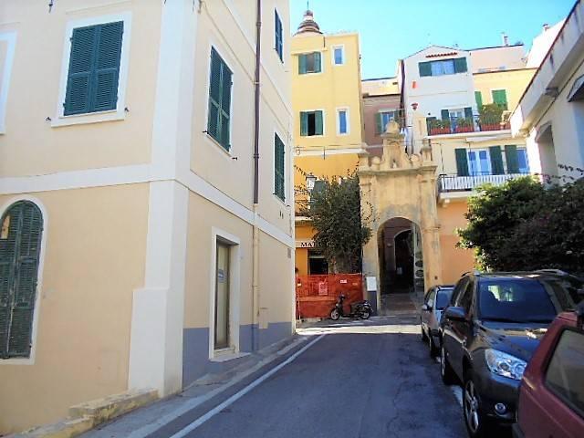 Negozio / Locale in vendita a Bordighera, 5 locali, prezzo € 219.000 | PortaleAgenzieImmobiliari.it