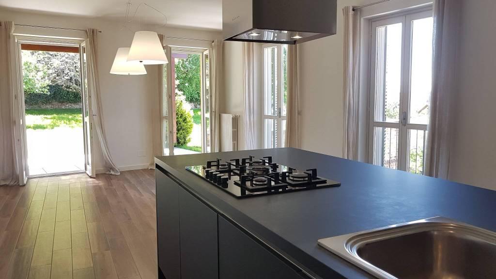 Appartamento in affitto a Chieri, 6 locali, prezzo € 2.500   CambioCasa.it