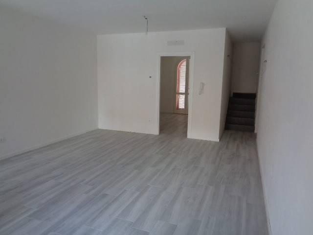 Villa a Schiera in vendita a Sesto ed Uniti, 4 locali, prezzo € 220.000   PortaleAgenzieImmobiliari.it