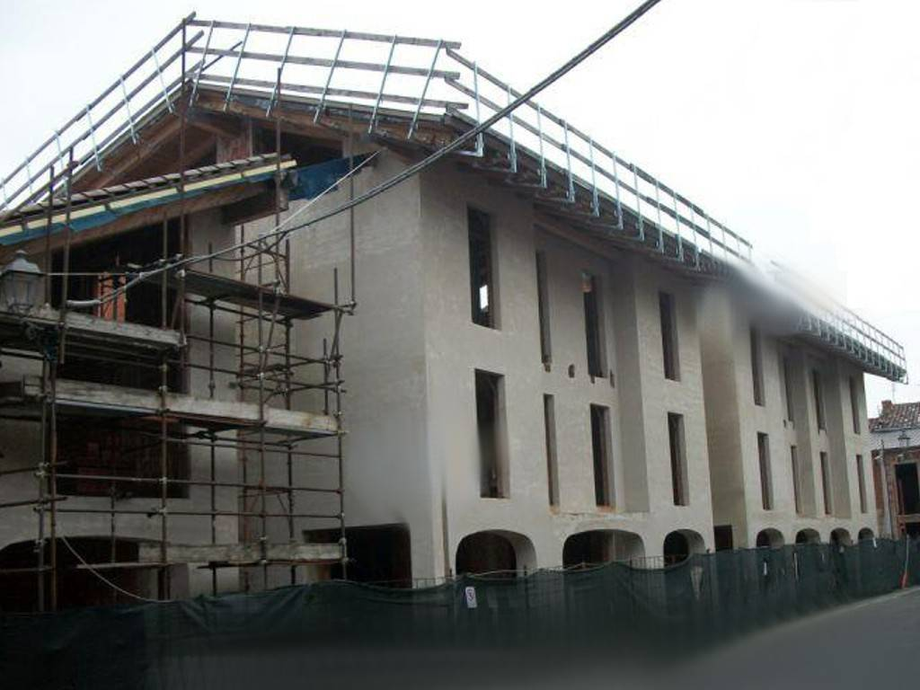 Palazzo / Stabile in Vendita a Valperga