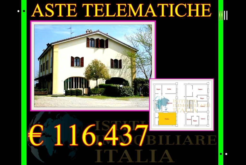 Appartamento in buone condizioni in vendita Rif. 9086398