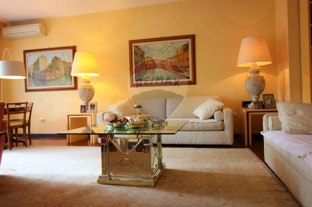 Appartamento in vendita a Vicenza, 9 locali, prezzo € 750.000 | CambioCasa.it