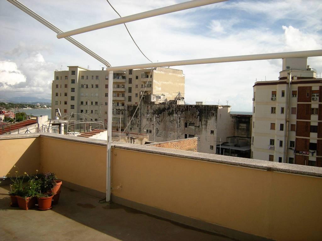 Appartamento in buone condizioni in affitto Rif. 8548973