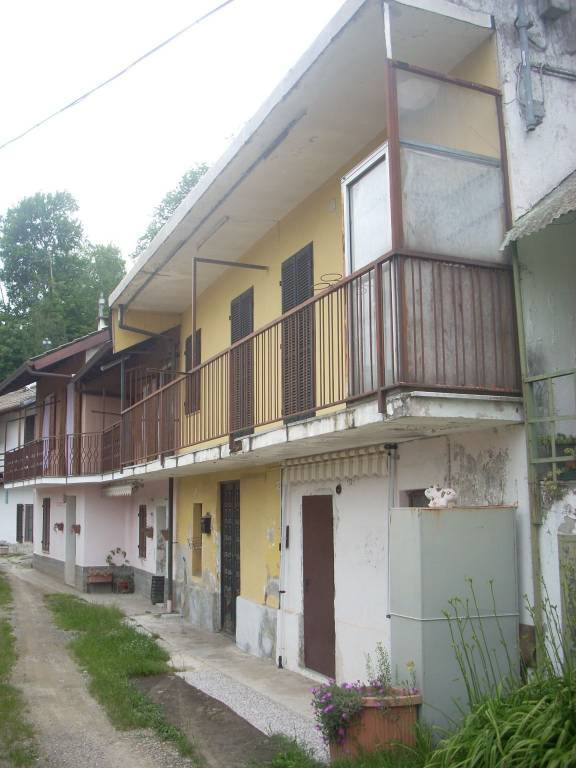 Foto 1 di Casa indipendente via Case Tivola, Rocca Canavese