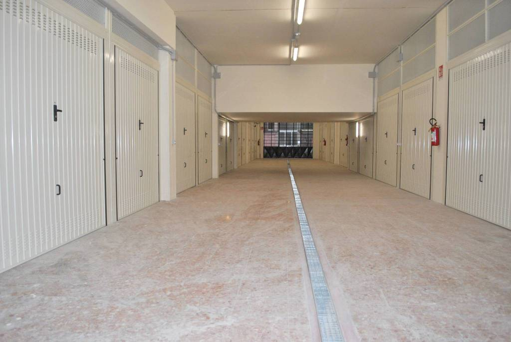 Foto 1 di Box / Garage via Statuto, Cuneo