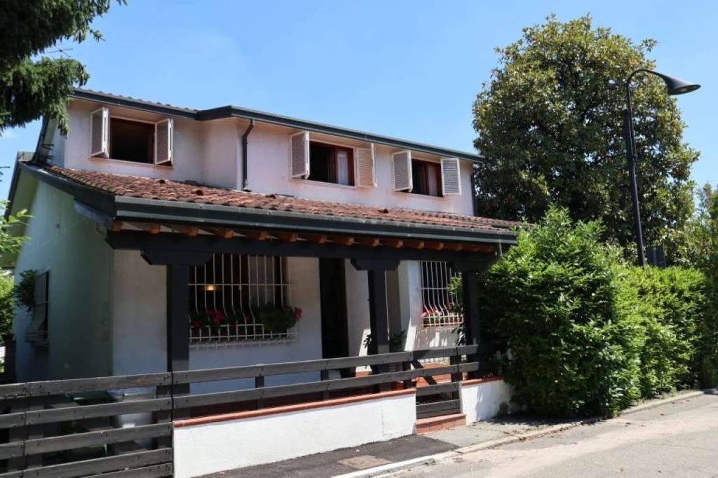 Villa in Vendita a Segrate: 5 locali, 212 mq