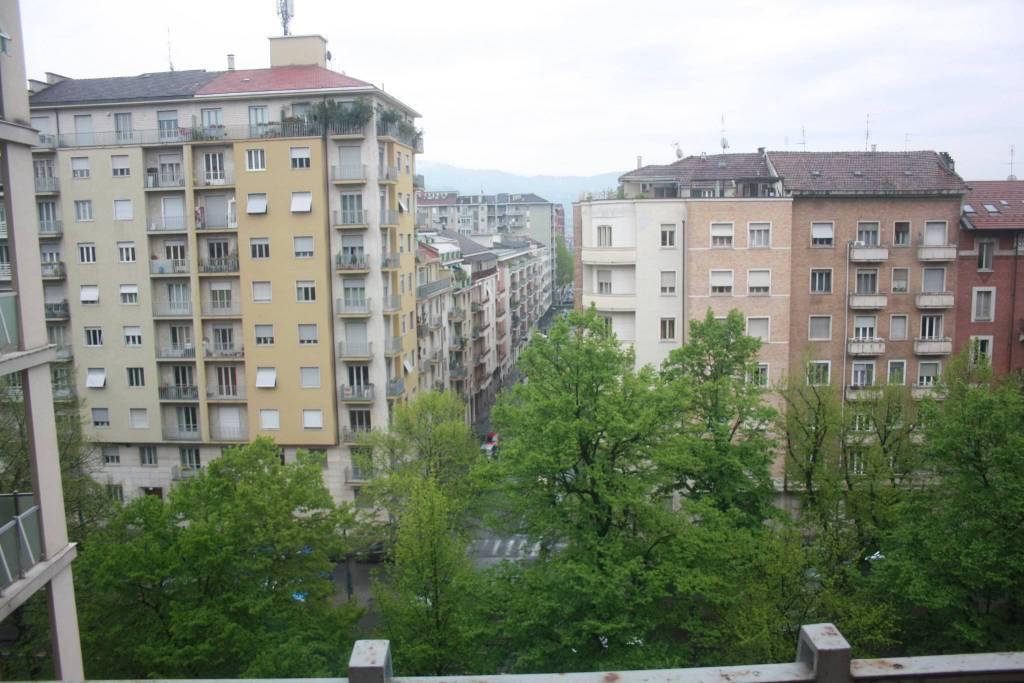 Foto 1 di Quadrilocale corso Re Umberto 144, Torino (zona Santa Rita)