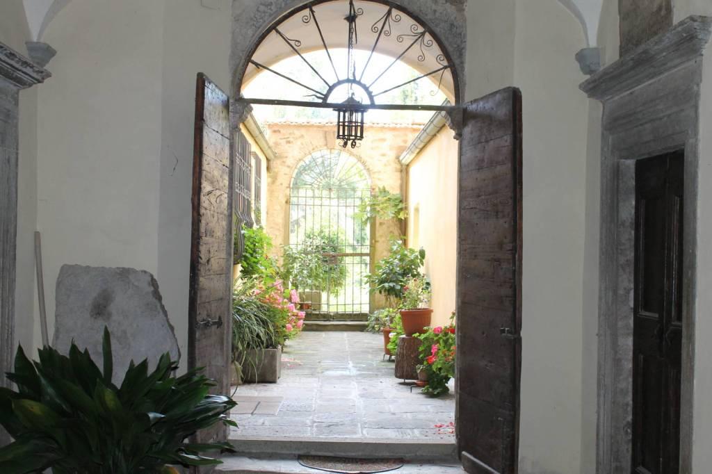 Appartamento in vendita a Pontremoli, 7 locali, prezzo € 400.000 | PortaleAgenzieImmobiliari.it