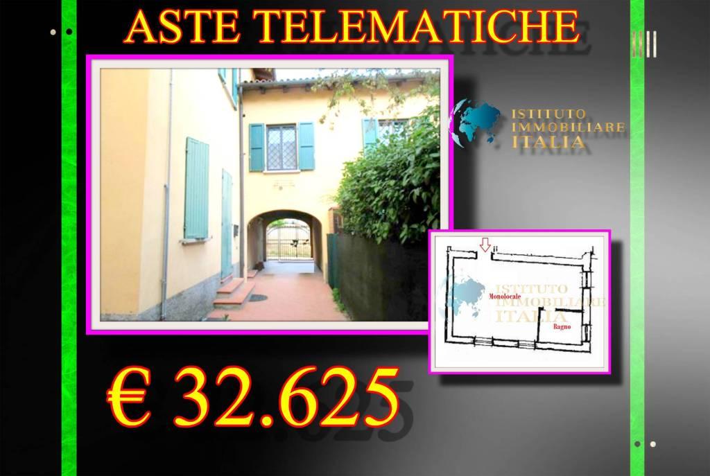 Appartamento in buone condizioni in vendita Rif. 9097491