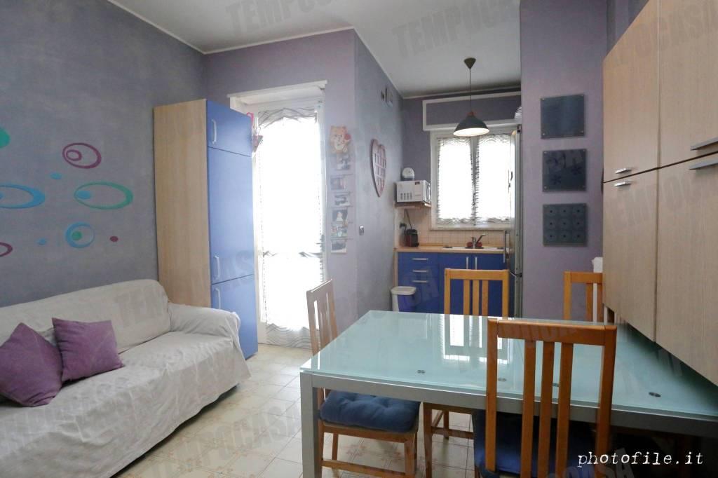 Foto 1 di Bilocale via Cesare Pavese 11, Torino (zona Mirafiori)