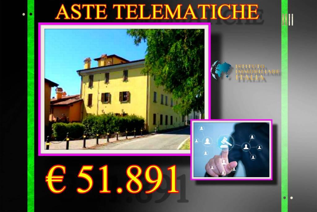 Appartamento in buone condizioni in vendita Rif. 9058836