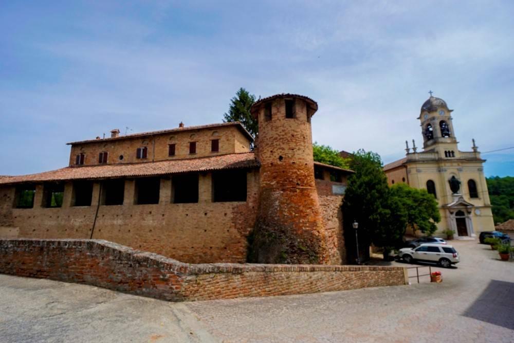 Palazzo / Stabile in vendita a Castelletto Molina, 20 locali, prezzo € 885.000 | PortaleAgenzieImmobiliari.it