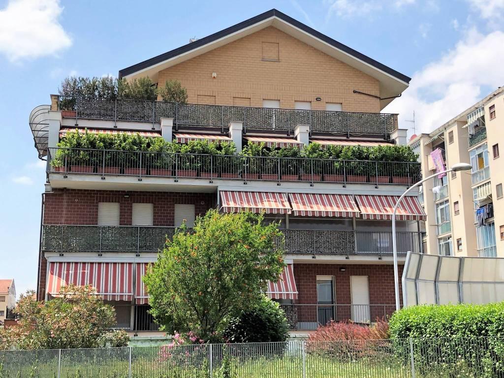 Foto 1 di Attico / Mansarda strada Stupinigi 8, Moncalieri