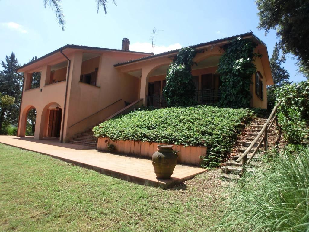 Foto 1 di Villa via Ghiandolino, Imola