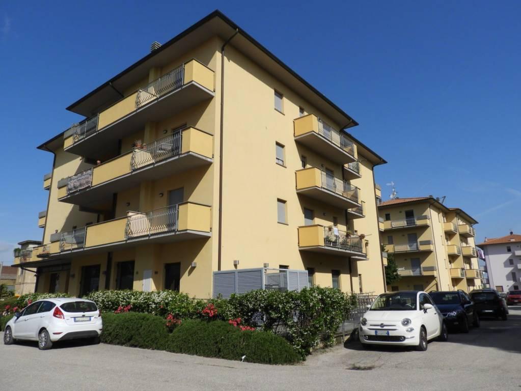 Foto 1 di Trilocale via Fosse Ardeatine 34/d, frazione Terontola, Cortona