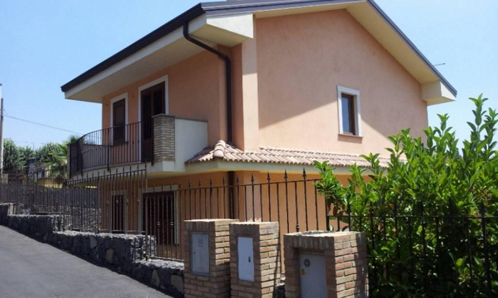Villa in Affitto a Viagrande Centro: 5 locali, 220 mq