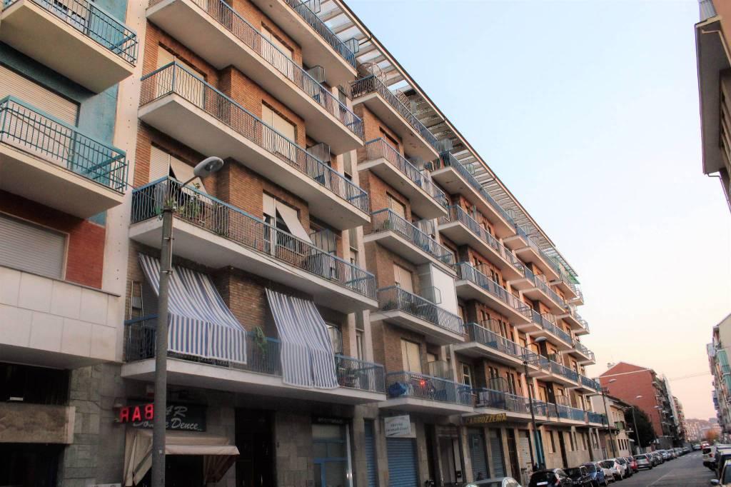 Foto 1 di Bilocale via San Giorgio Canavese 3, Torino (zona Parella, Pozzo Strada)