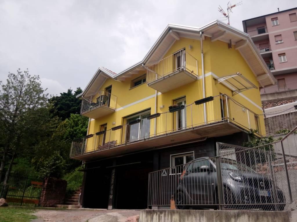 Villa in vendita a Cuasso al Monte, 4 locali, prezzo € 350.000 | CambioCasa.it