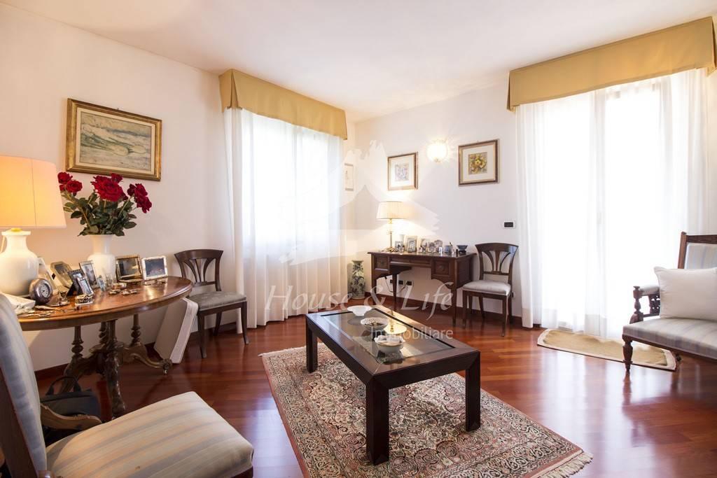 Villa con dependance in s.v. li curuneddi