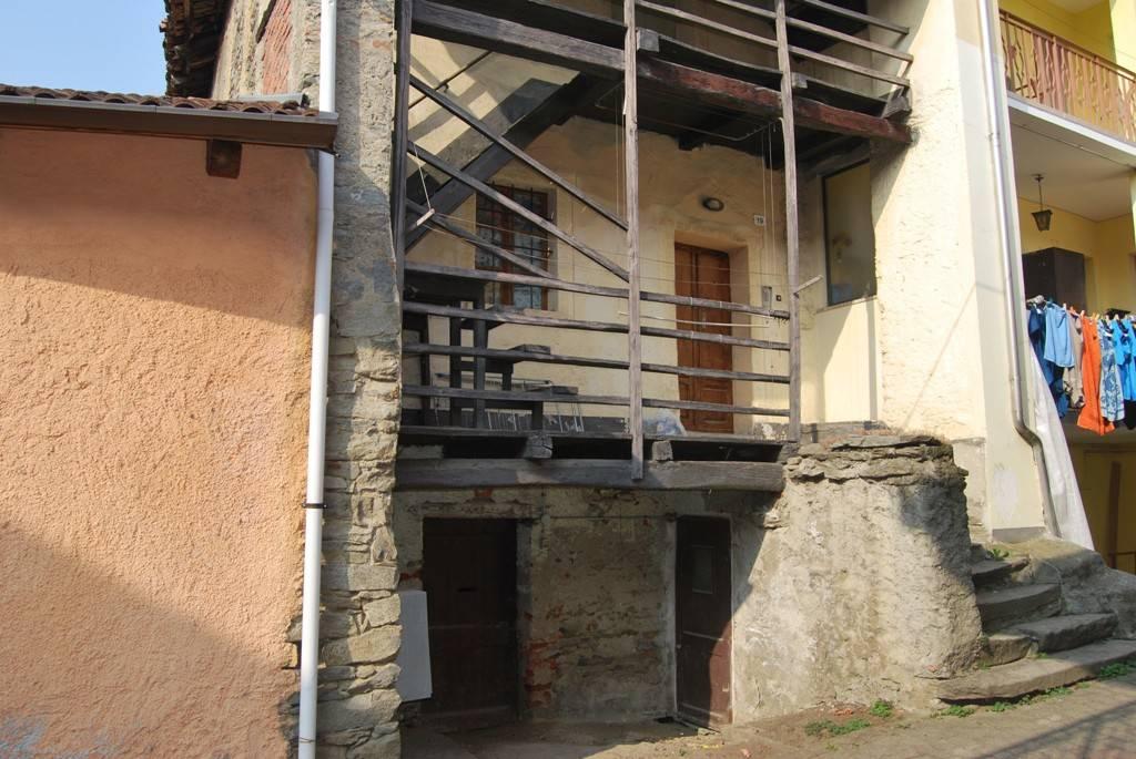 Foto 1 di Casa indipendente via Bessone Giovanni, Porte