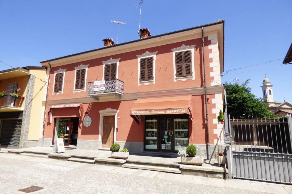 Peveragno, cielo-terra con valenza storica in Piazza Toselli via Roma 11